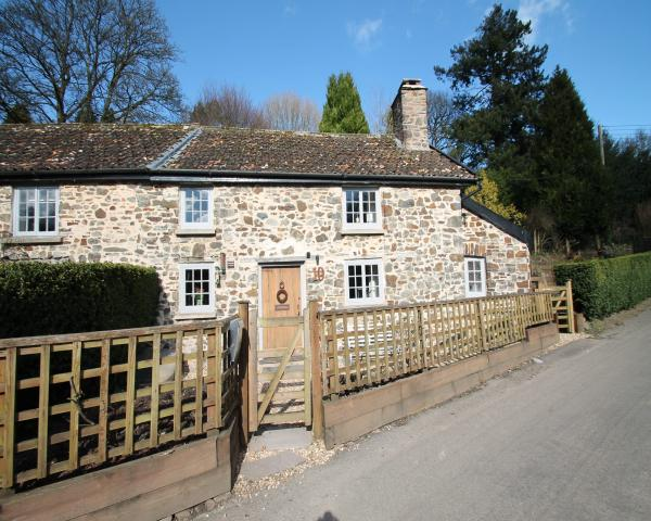Self catering holiday cottage accommodation available to rent in and around Brushford, Somerset