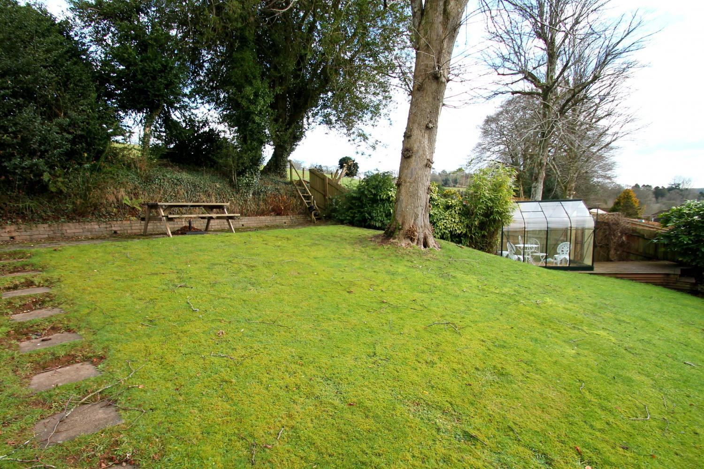 Merrijig specious rear garden