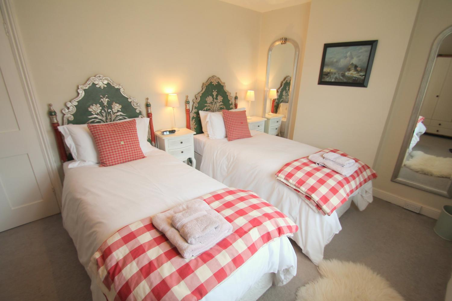 No 4 Lowerbourne twin bedroom