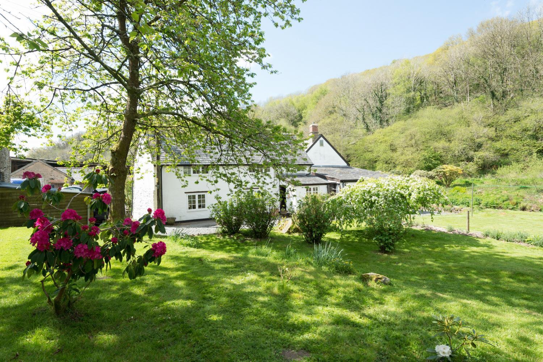 Bratton Mill Cottage with Riverside Garden