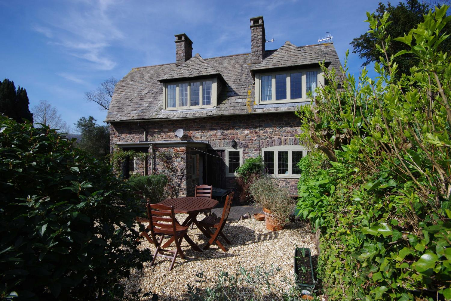 Gate Cottage with enclosed patio/garden Detail
