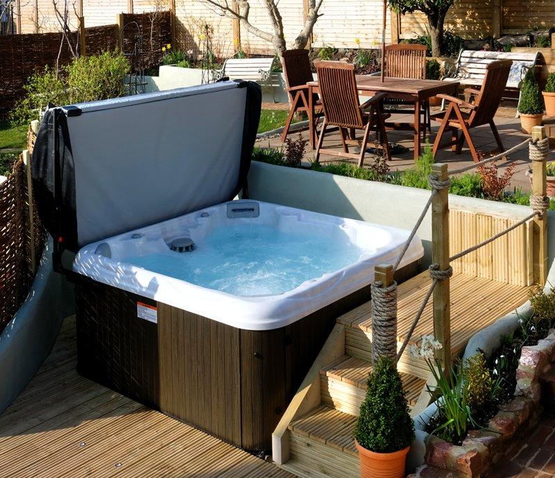 Hot tub in the garden for guests' private use Detail
