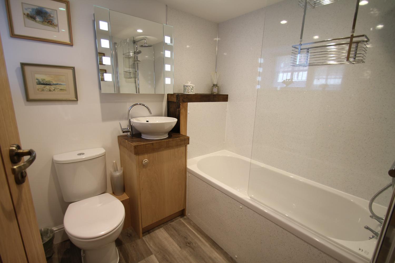 En-suite to King Bedroom