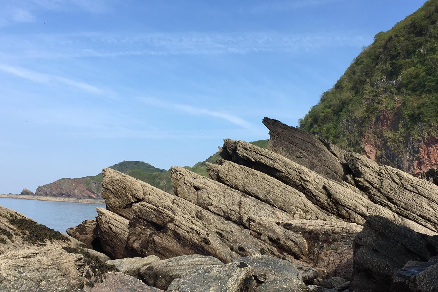 Wringcliff Rocks, stunning walk down to the sandy beach when tide is out! Tide timetable available in the cottage.