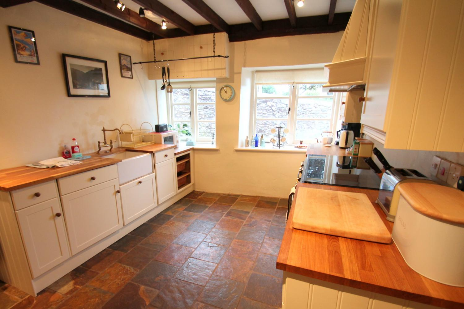 Yew Tree Cottage kitchen