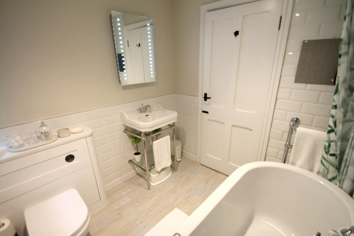 One Grooms Cottage main bathroom