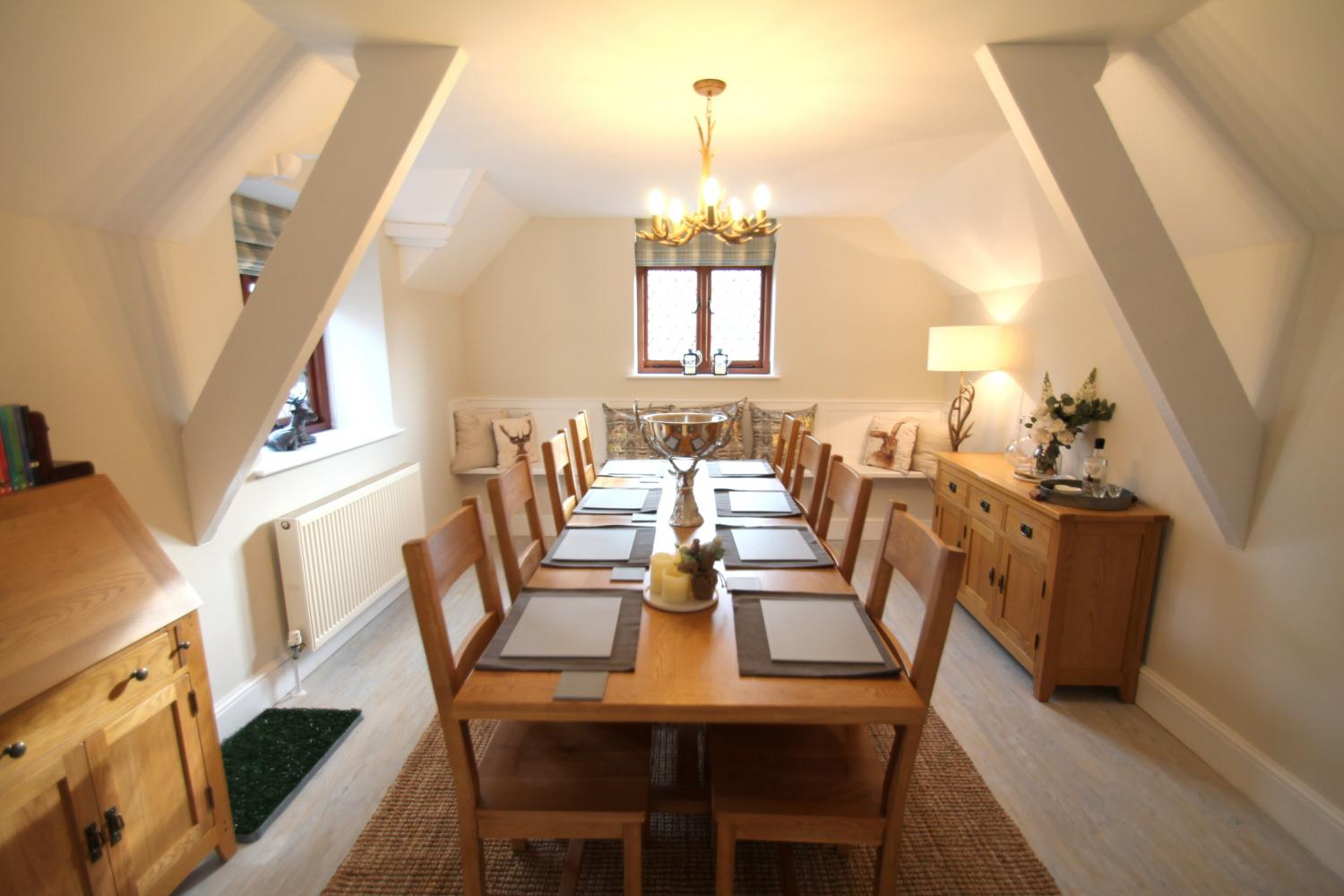 One  Grooms Cottage dining room