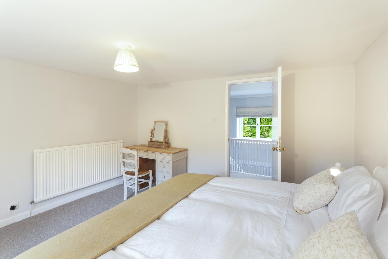 Bedroom 2 (Superking or twin)
